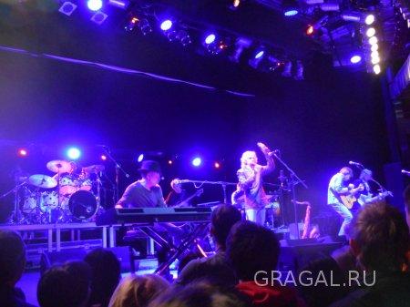 На концерте The Straits